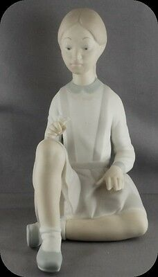 Vintage LLadro 4596 Pigtail Girl Sitting holding Flower Figurine