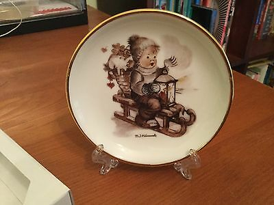 HUmmel Mini Plate WInter FUn With Original Box And Display Stand