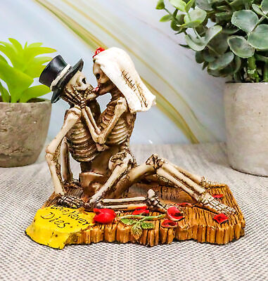 "Love Never Dies Collectible Skeleton Sculpture 4.25"" Long French Kissing Figure"