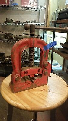 "Reed 1/8-3 1/2"" table mounted pipe vise"