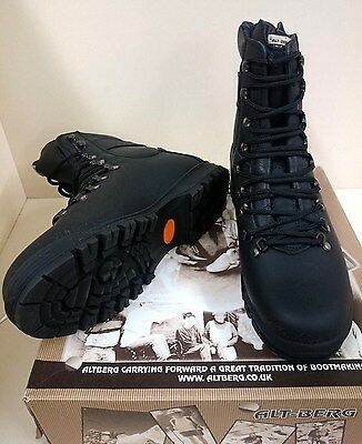 NEW Alt Berg Peacekeeper P1 Boots In Black Size 10