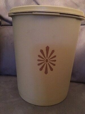 Tupperware Pale Yellow Canister 809-3