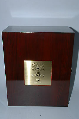 WHISKY THE NIKKA PREMIUN BLENDED WHISKY 40 YEARS OLD 70cl. RARE IN BOX