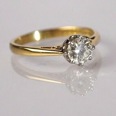 Beautiful 18ct gold diamond engagement ring 0.50ct solitaire diamond.