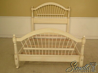 40232: ETHAN ALLEN Full Size Spindle Painted Bed