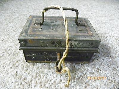 Very small vintage Cash tin with key and in working order