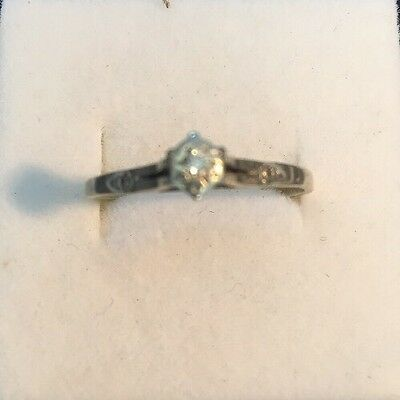 9ct white gold diamond engagement ring set Size 10. T