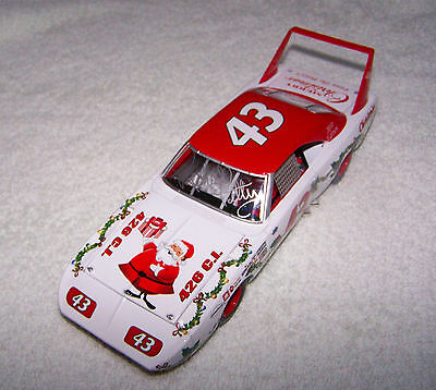Richard Petty 2010 Holiday 1970 Plymouth Superbird autographed