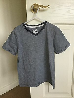 Boys Size 7 Navy Blue Striped T-Shirt Very good condition