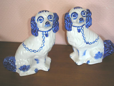Pair Of Antique Staffordshire Style Spaniel Mantle Dogs Left & Right Facing Cb/2