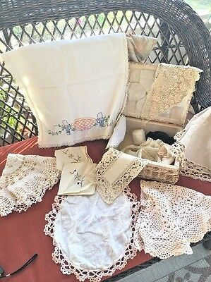 Vintage Wicker Raffia Sewing Basket Box w Handle and 10 Pieces of Vintage Linen