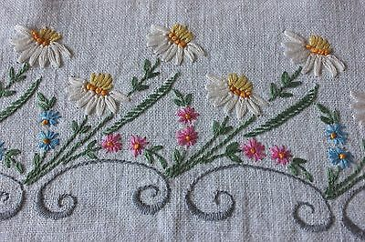 American Vintage c1930s Hand Embroidered Botanicals On Linen Center Cloth