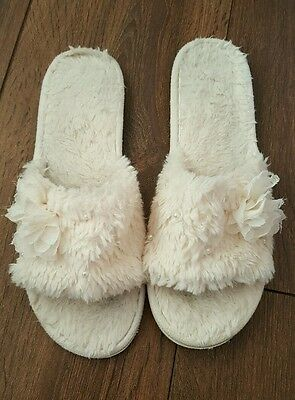 women's size 7 white slippers
