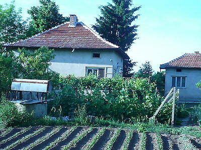 House with three large rooms,summer kitchen and a large yard, village Sofronievo