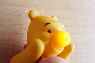Disney Winnie The Pooh ~ Energizer Squeeze Light Collectible Keychain Adaptable