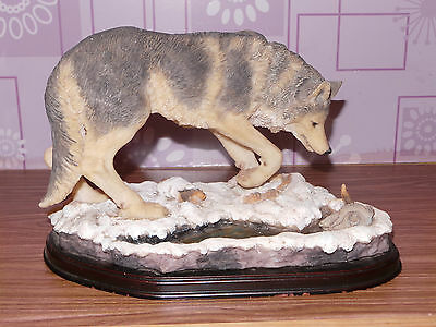 Wolf Figurine Statue Resin Decor Wolf's With wooden Base Collectable