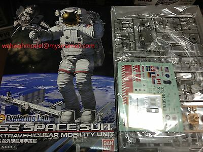 BANDAI Exploring Lab 171078 1/10 ISS Space Suit Extravehicular Mobility Unit