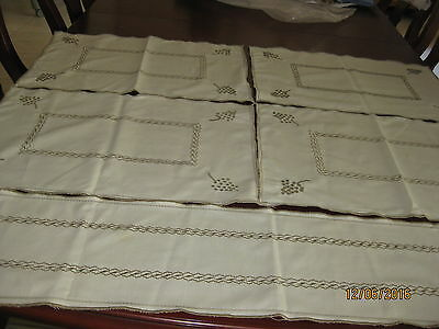 Embroidered Table Runner With Matching 4 Place Mats