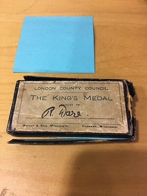 London County Council The King's Medal School Attendance Medal Presentation Box