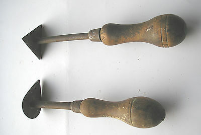 A Group Of 2  Vintage Wooden Handle   Paint Scrapers      Lot  10