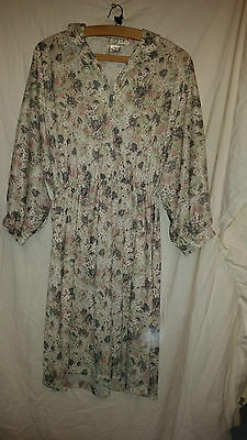 True Vintage Ladies Flowered Polyester Batwing Style Dress Size 16