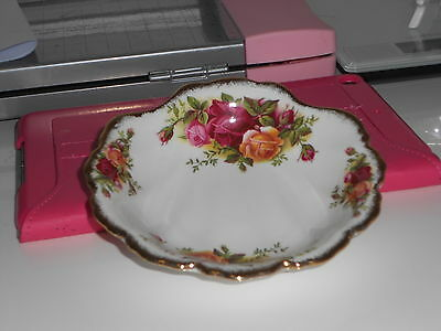 Royal Albert Old Country Roses Shell shape dish undermarked first quality mint