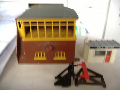 triang r61 illuminated signal box,merit coal office and two buffers