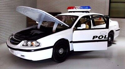 1:26 24 Scale Chevrolet Impala Highway Police Patrol USA Welly Model Car 22416