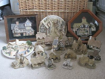David Winter Cottages - 18 Pieces In Total. Some Collectors Guild