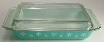 Vintage Shallow Turquoise Gaiety Snowflake Pyrex Space Saver Casserole with Lid