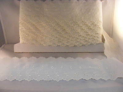 Broderie Anglaise Flat Lace  Ivory/Cream x 10 mts   (7669)