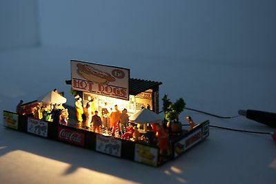 Ho Scale Slot Car Scenery / Accessory / DELUXE HOT DOG STAND,30 PEOPLE,LIGHTED