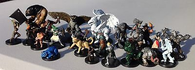Dungeons & Dragons Miniatures Game  22 Random-Figures Booster Pack