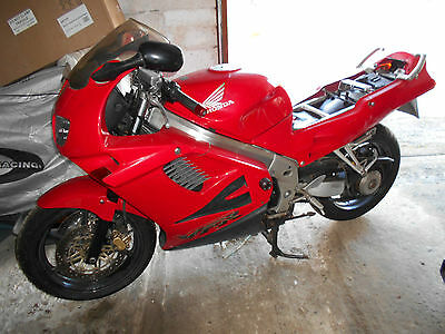 VFR750F-V 1997 R reg 32000 MILES SEAT VERY NICE NO RIPS WELL WORTH A LOOK
