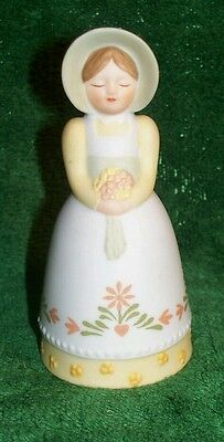 Vintage 1985 AVON Country Porcelain Girl Bell Bonnet Bouqet Yellow White Flowers