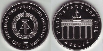 5 Mark 1985 A Brandenburger Tor PP in der Kapsel