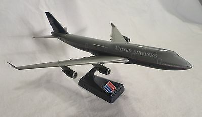 United Airlines. Boeing 747-400  Desk Top Model . Airplane Aircraft. Jet Liner.
