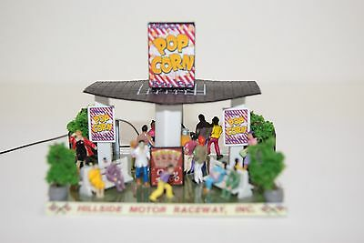 Ho Scale Slot Car Scenery / Accessory / DELUXE POP CORN  STAND,20 PEOPLE,LIGHTED