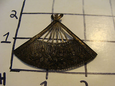 Vintage Jewerly: FAN PIN i think, but no pin part on back, early thin metal