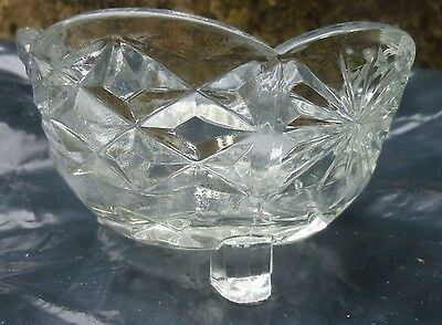 GENUINE VINTAGE QUALITY COLLECTABLE CRYSTAL GLASS  SWEET TRINKET  DISH with feet