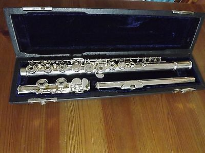 Silver plated open hole flute ideal for beginner to intermediate.