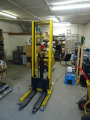 Hand Stacker High Fork Lift Pallet Truckmanuel Forklift Lifting