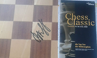 "VLADIMIR KRAMNIK Chess-Champion signed this Chess-Board Field ""c4"" in 2001 RARE!"