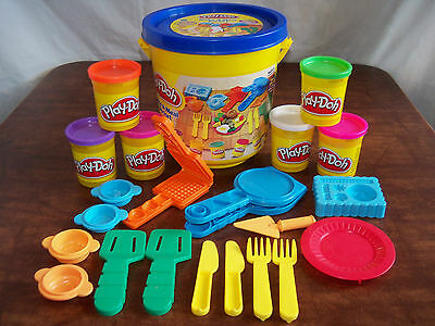 Play-Doh Make A Meal Bucket