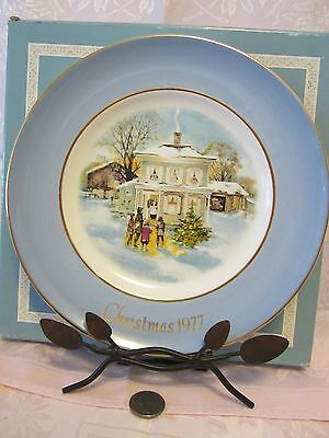"1977 Enoch Wedgewood  Christmas Collector Plate Avon ""carollers In The Snow"