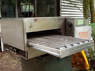 Lincoln 1304/4 Conveyor Pizza Oven