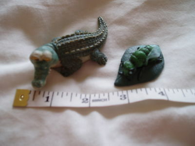 2 small animal ornaments Crocodile and Flying Bug