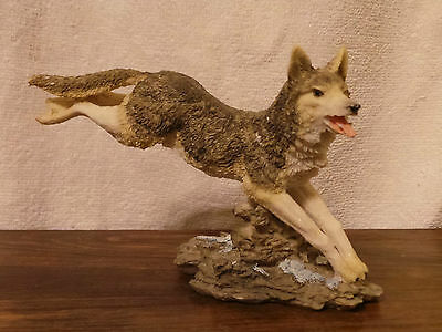 Running Wolf Figurine Statue Resin Decor Collectable