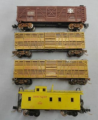 4 ATSF & Union Pacific Freight Cars...3 Livestock & 1 Caboose with Light..VG-EXC