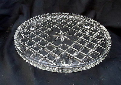 Glass Plate On Legs With A Diamond Pattern. Size 21 cm.